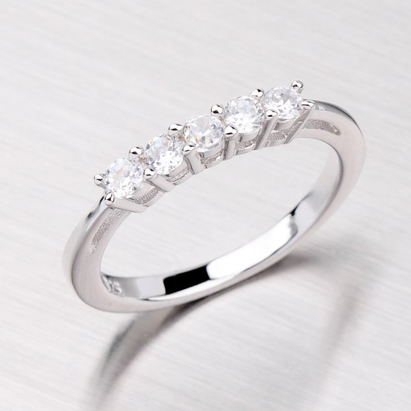 Prsten se zirkony TH8104