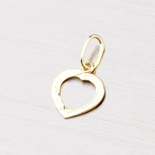 Zlatý přívěsek ve tvaru srdce s gravírováním 322-1064