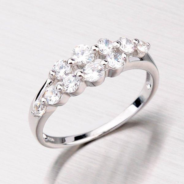 Stříbrný prsten se zirkony SR31740101