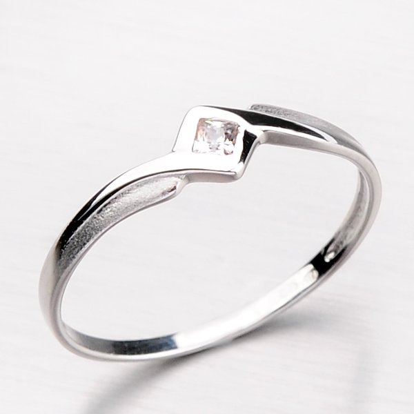 Zlatý prsten se čtvercovým zirkonem DZ1113-B