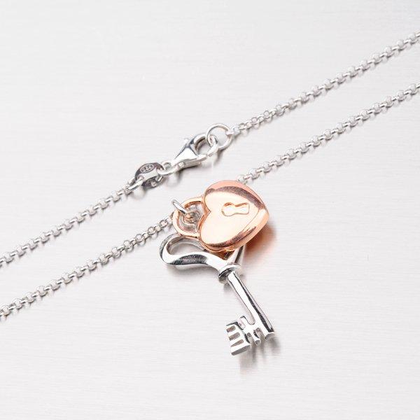 Náhrdelník s klíčem a zámkem ve tvaru srdce N1502165-1628-SLX