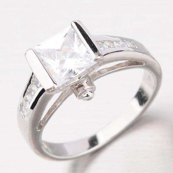 Stříbrný prsten se zirkony R3556-02-XK-XC