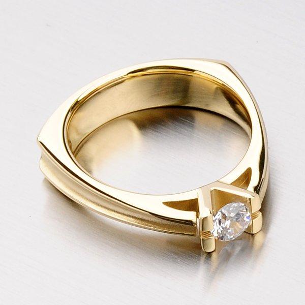 Krásný prsten se zirkony DZ1992ZL