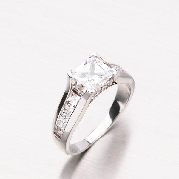 Prsten z bílého zlata GLX-10800B