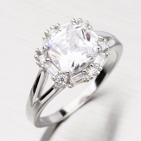 Stříbrný prsten se zirkony GLM11-008