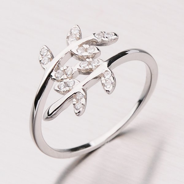 Stříbrný prsten z lístečků se zirkony RXX07180569
