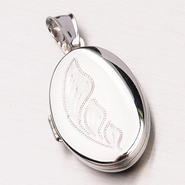 Stříbrný medailonek s gravírováním VICZ-3010