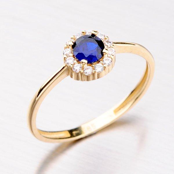 Zlatý prsten se zirkony a safírem 31-001