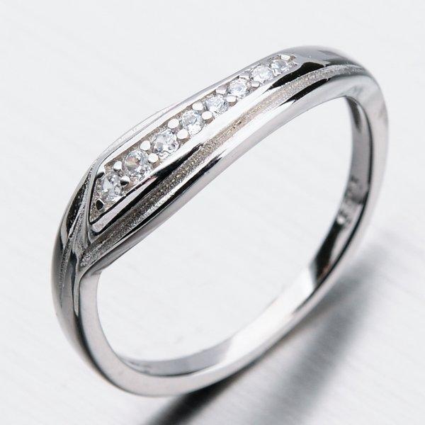 Stříbrný prsten se zirkony GST-11297