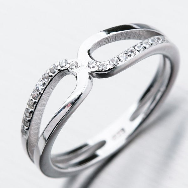 Stříbrný prsten se zirkony GST-11257