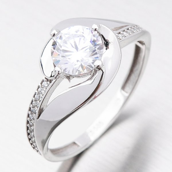 Zlatý prsten se zirkony 226P-111052