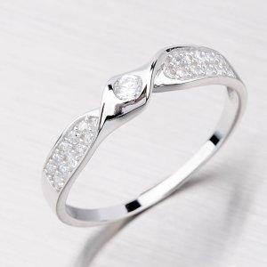 Stříbrný prsten se zirkony AR622